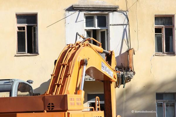 Демонтаж расселеннго дома под снос в жилпоселке