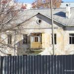Расселенный дом под снос в жилпоселке