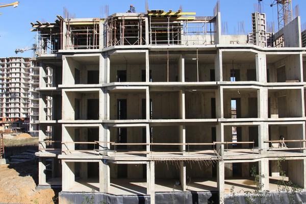 Идет строительство пятого этажа