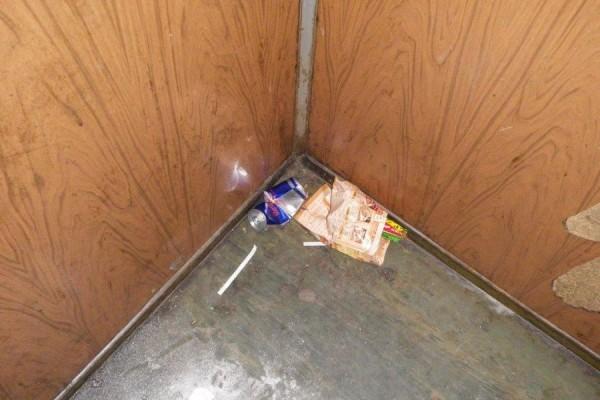 Мусор в лифте