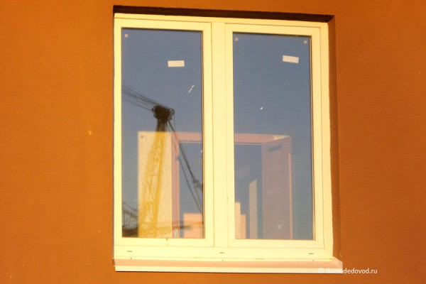 За окном видна отделка