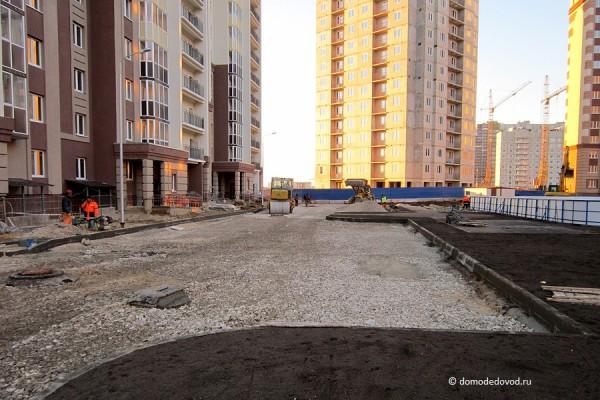 Новое Домодедово. Укладка асфальта во дворах.