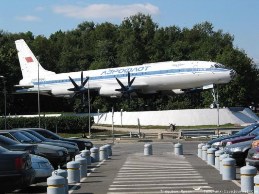 ТУ-114 в аэропорту Домодедово