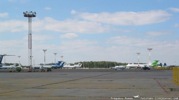 Посмотрите, что стоит на перроне! Одни русские самолеты! Мечта!