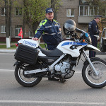 Сотрудник полиции с мотоциклом