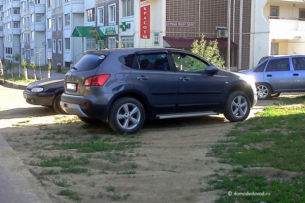 Газон - не место для парковки
