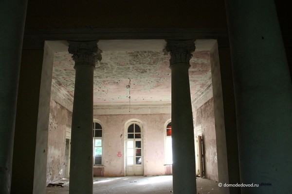 Главный колонный зал усадьбы Константиново