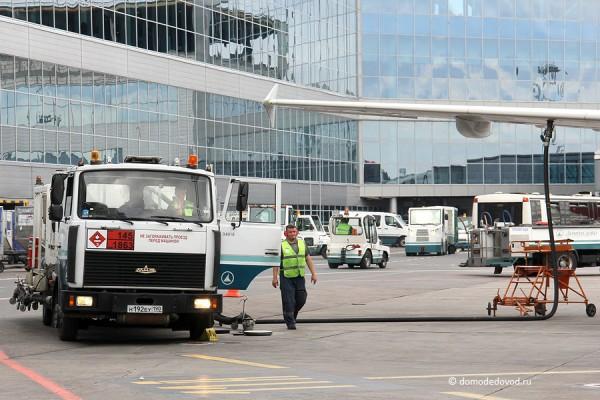 Заправка воздушного судна в аэропорту Домодедово