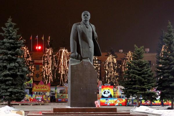 Памятник Ленину в Домодедово. Домодедово ночью