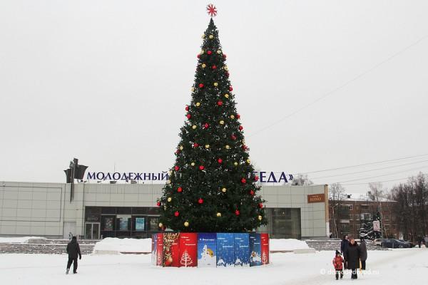 Главная домодедовская ёлка на площади