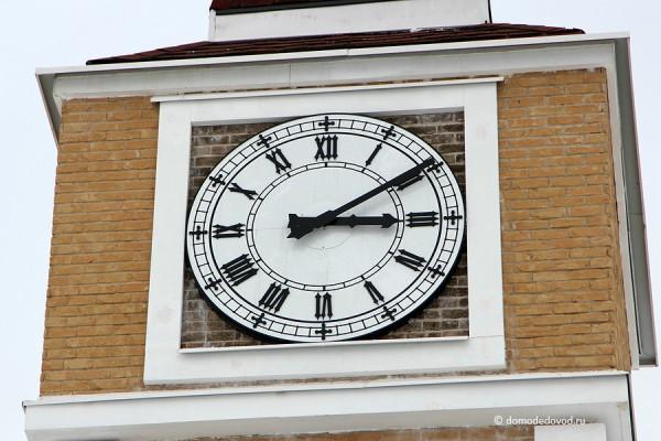 Домодедово Таун. Часы на башне