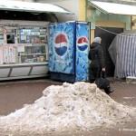 Снег на привокзальной площади