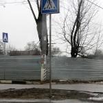 Забор вокруг новостройки Гюнай по ул. Центральной