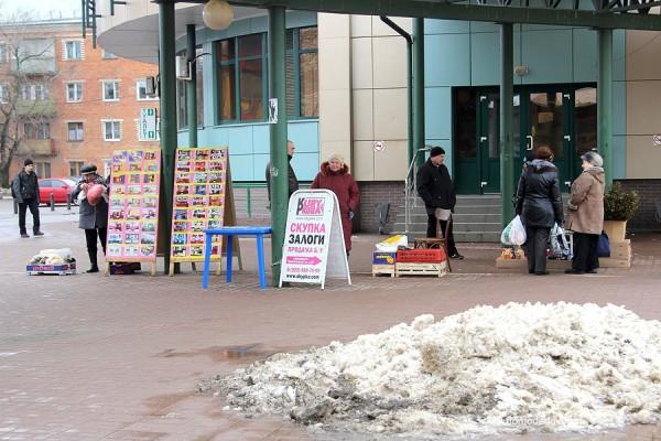 Домодедово. Торговля с рук на Привокзальной площади