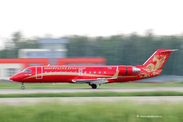 Самолет CRJ-100 авиакомпании «Руслайн»