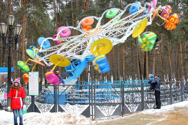 Аттракцион «Орбита» в парке Ёлочки