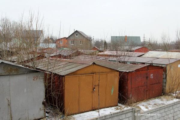 Старые гаражи в микрорайоне Северный