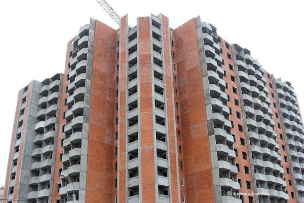 Строительство многоэтажного дома на улице Набережная