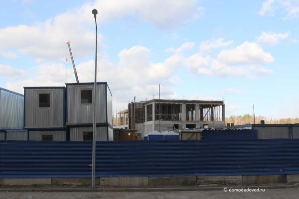 Строится второй этаж здания школы