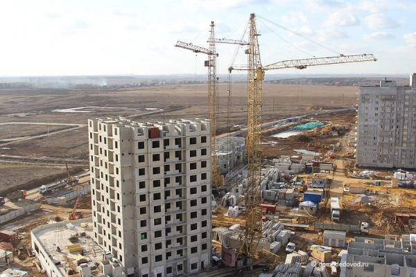 Вид сверху на ЖК «Новое Домодедово». Впоследствии дорога будет соединена с улицей Лунная