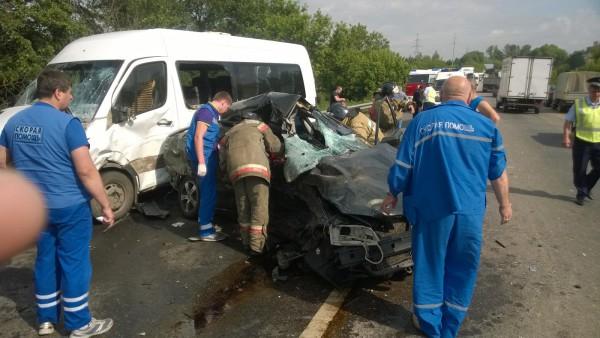 ДТП с участием маршрутного такси в поселке Горки на Каширском шоссе. Фото: МЧС
