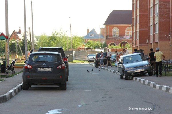 Парковки во дворах Домодедово (2)