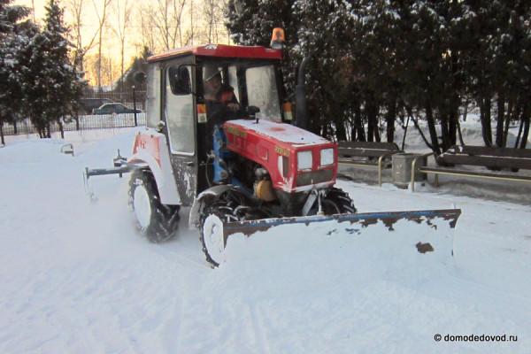 Трактор в парке Ёлочки