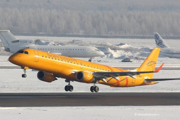 Аэропорт Домодедово. Самолет Saratov Airlines