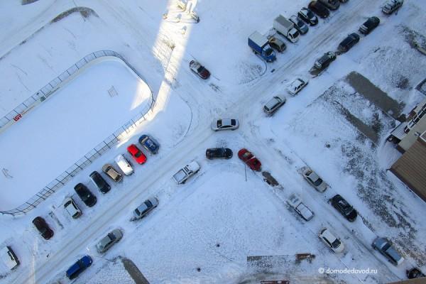 Припаркованные машины в Новом Домодедово