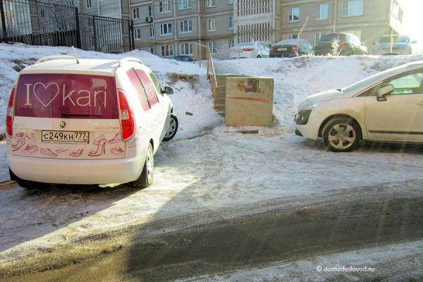 Дорога во дворе дома на улице Корнеева