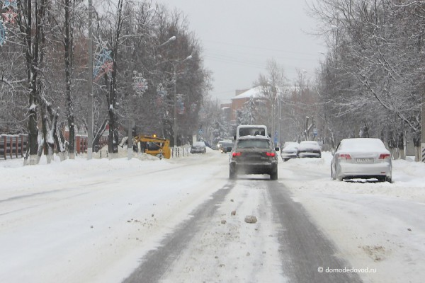 Уборка снега в Домодедово: сугробы на Советской