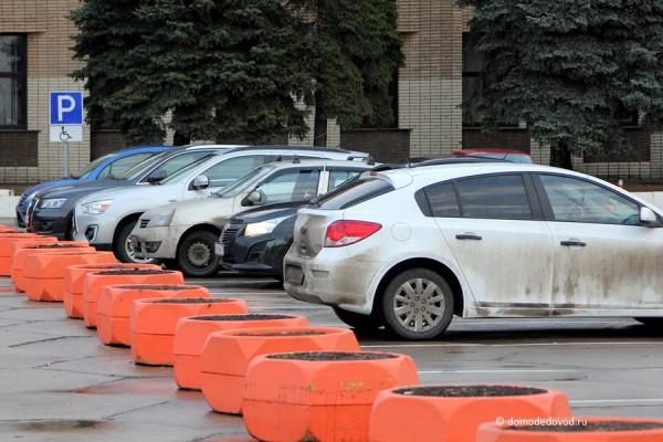 Стоянка в Домодедово около здания администрации