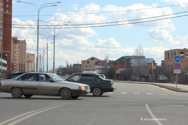 Перекресток улиц Лунная, Кирова и Племхозского проезда