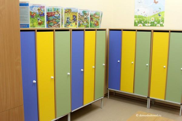 Детский сад «Улыбка». Гардеробная группы