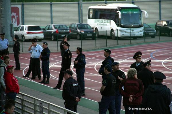 , в связи с чем за порядком следило больше полицейских, чем на предыдущих матчах.