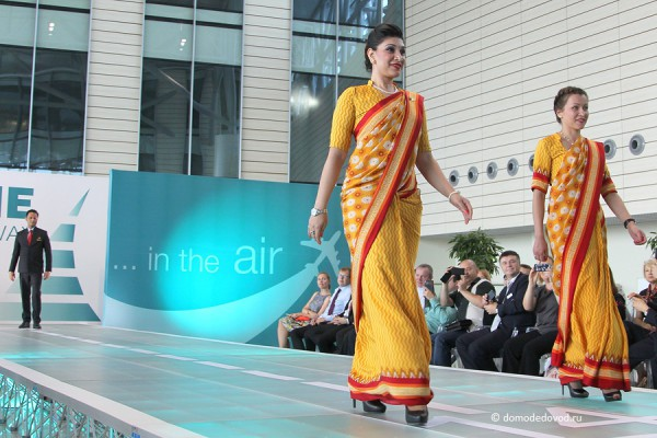 Яркие сари — униформа стюардесс Air India.