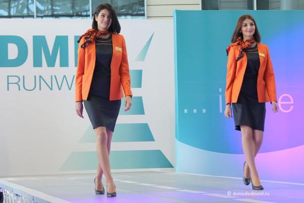 Яркая и солнечная форма у девушек из Азербайджана. На подиуме представительниц авиакомпании Azal.
