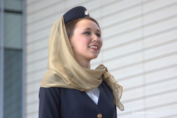 Арабские мотивы могут сочетаться с европейским дизайном униформы. Gulf Air — национальная авиакомпания Бахрейна.