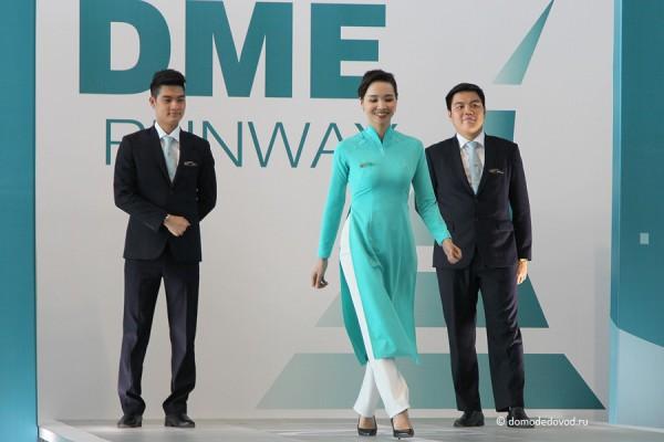Вьетнамские авиалинии. Строгие костюмы у мужчин и свободная форма у девушек.
