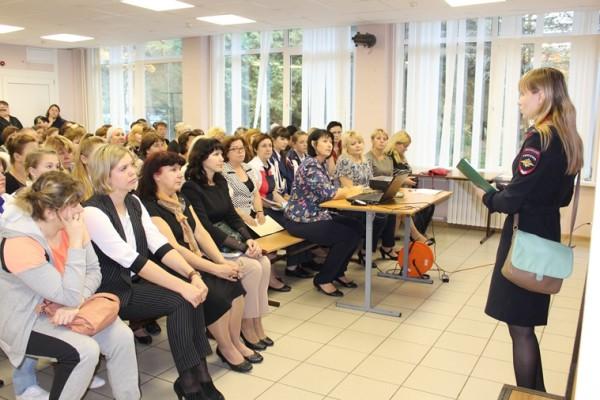 Домодедовские полицейские провели правовое информирование родителей учеников