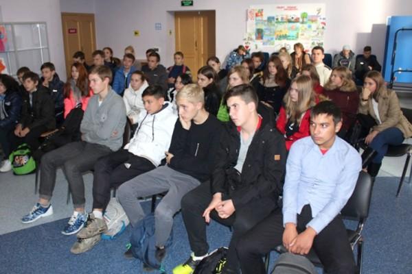 Полицейские провели открытый урок в Белостолбовской школе