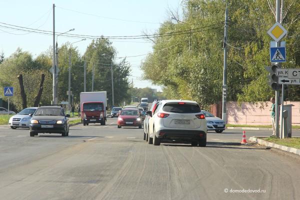 Улица Коломийца. Перекресток Лунная-Кирова-Племхозский