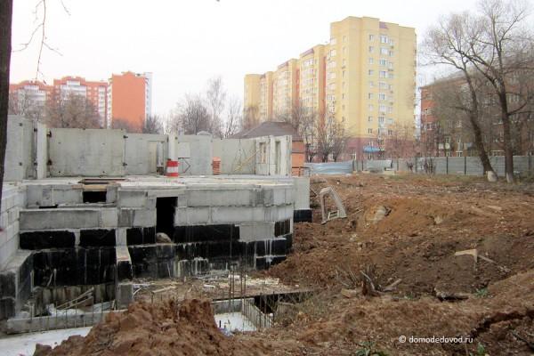 Новостройка на перекрестке Гагарина-Набережная