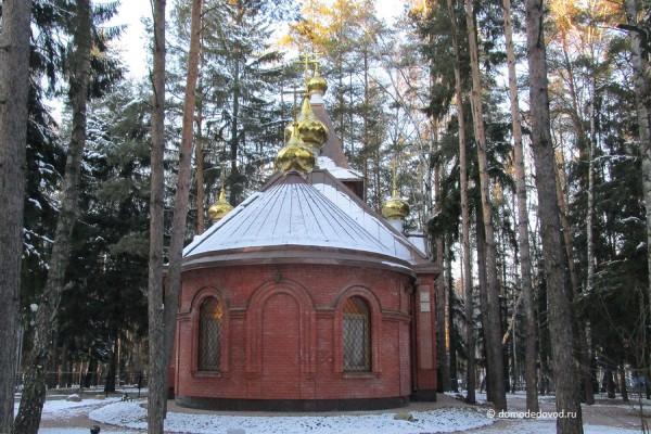 Храм в парке