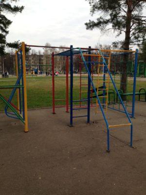 Опасность на детской площадке