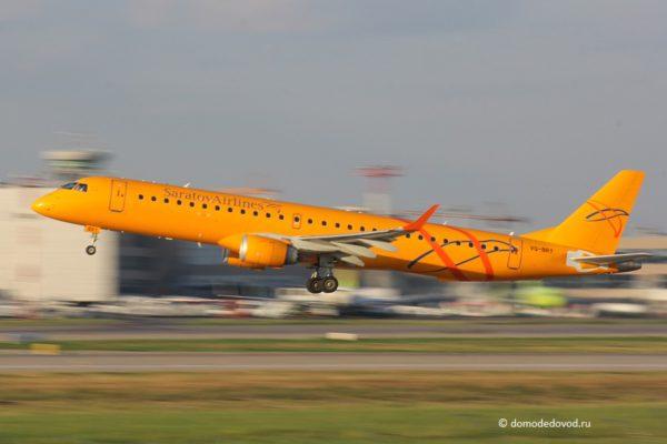 Самолет Embraer авиакомпании «Саратовские авиалинии»