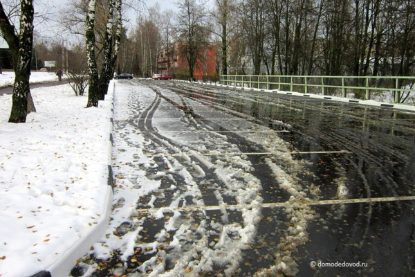 Парковка на углу Каширского шоссе и улицы Корнеева