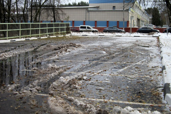 Стоянка около КВД в Домодедово