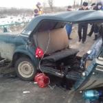Спасатели вытащили пострадавших из искореженных в результате аварии машин