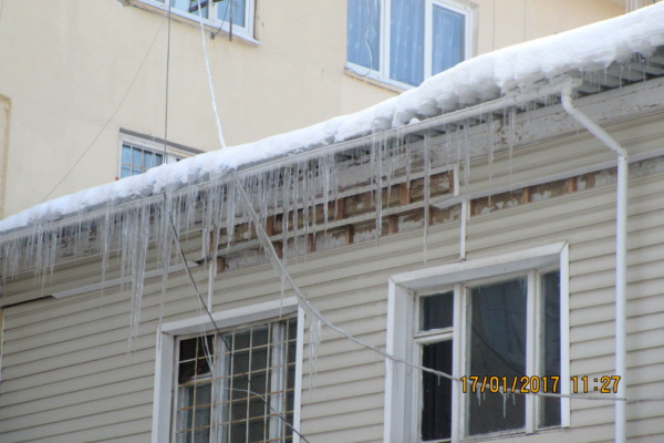 Где в Домодедово хуже всего чистят кровли от снега?